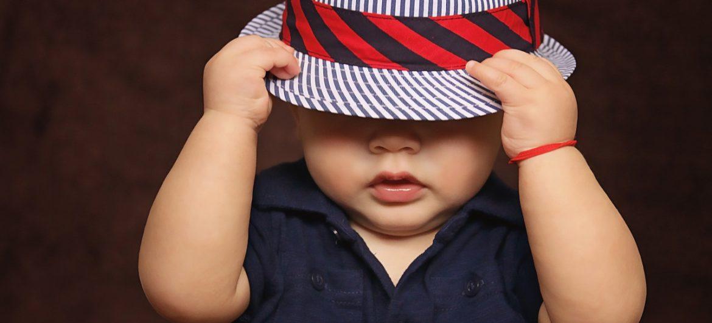 Baby mit collem Hut. CC0